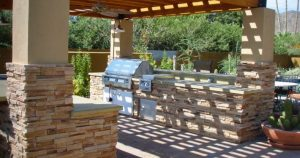 Outdoor Kitchen & BBQ Pit